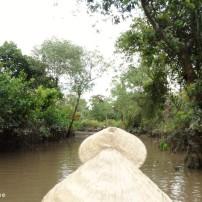 In een klein roeibootje door de Mekongrivier